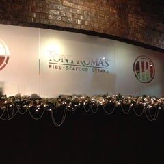 Photo taken at Tony Roma's by Veronica U. on 12/15/2012