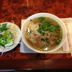 Photo taken at Pho Barclay (Barclay Plaza) by Chih-Han C. on 2/18/2013