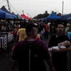 Photo taken at Pasar ramadhan taman sri nanding by Salman F. on 7/15/2015