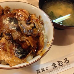 Photo taken at 豚丼 まむろ by LIND on 9/10/2013
