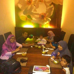 Photo taken at Roemah Keboen Family Resto and Cafe by Tn.Rivai R. on 7/12/2014