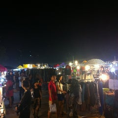 Photo taken at ตลาดนัดรถไฟ (Train Market) by AorPG R. on 12/21/2012
