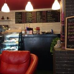 Photo taken at Caffeine Lover (คาเฟอีน เลิฟเวอร์) by AorPG R. on 11/11/2013