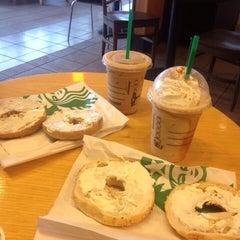 Photo taken at Starbucks by Sergio JG 🇺🇸🗽 on 10/17/2013