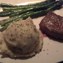 Photo taken at Outback Steakhouse by Carrie V. on 11/27/2013