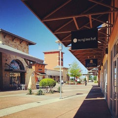 Photo taken at Round Rock Premium Outlets by Derrick F. on 5/5/2013