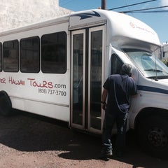 Photo taken at Discover Hawaii Tours by Kimo C. on 6/4/2014