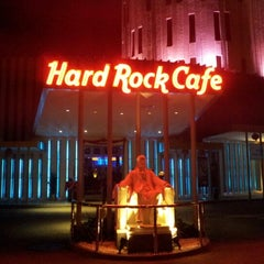 Photo taken at Hard Rock Cafe Penang by Razi Y. on 1/17/2013