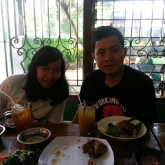 Photo taken at Bebek Goreng Haji Slamet by Aqua B. on 8/4/2014