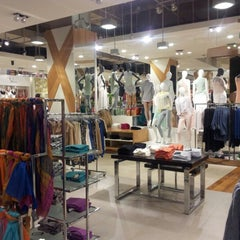 Photo taken at Falabella by Hilda T. on 9/17/2012