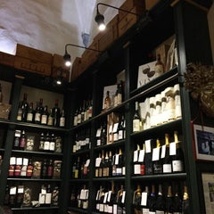 Photo taken at Pitti Gola E Cantina by Julia T. on 1/14/2015