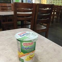 Photo taken at Kabayan Filipino Fast Food Restaurant by Lora G. on 10/6/2015