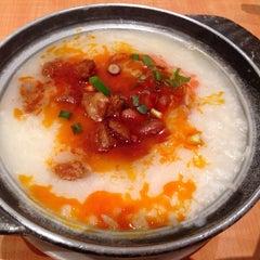 Photo taken at Xin Wang Hong Kong Café 新旺香港茶餐厅 by Mathew M. on 5/15/2014