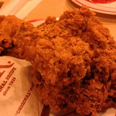 Photo taken at KFC by yuni y. on 8/2/2013
