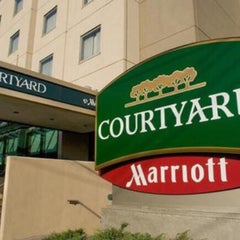 Photo taken at Courtyard by Marriott by Andre H. on 4/14/2016