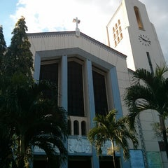 Photo taken at National Shrine of Our Lady of the Holy Rosary of La Naval de Manila (Sto. Domingo Church) by Rainier T. on 3/29/2013