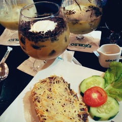 Photo taken at EXCELSO by Uut M. on 2/21/2015