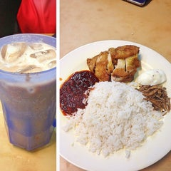Photo taken at Restoran Selera Ampang by ••Lyna Bnks💋 on 6/1/2013