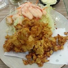 Photo taken at Octopus Sushi Bar & Thai by Hafiz Z. on 3/29/2013