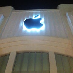 Photo taken at Apple Store, Lincoln Road by Mike K. on 12/6/2012