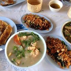 Photo taken at สมหมายลาบไก่ แม่แตง-ฝาง by Auraphan S. on 12/5/2014