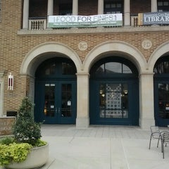 Photo taken at Redwood City Main Library by Jonathan Hernan C. on 12/15/2012