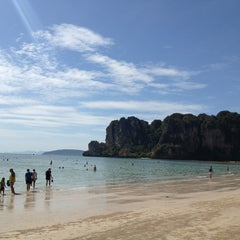 Photo taken at อ่าวไร่เลย์ ตะวันตก (Railay Beach West) by Roman S. on 2/8/2013