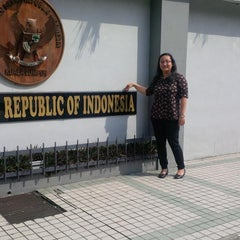 Photo taken at Kedutaan Besar Republik Indonesia by Metia on 5/19/2014