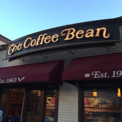 Photo taken at The Coffee Bean & Tea Leaf® by Adam S. on 12/4/2014