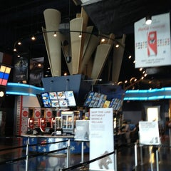 scene card cineplex how to add people to your entourage