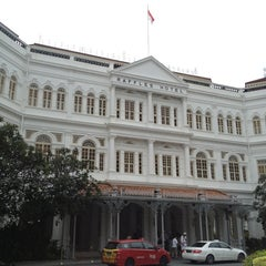 Photo taken at Raffles Hotel by Gen K. on 8/11/2013