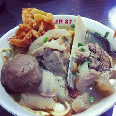 Photo taken at Bakso Jagalan 87 by Evan A. on 10/3/2012