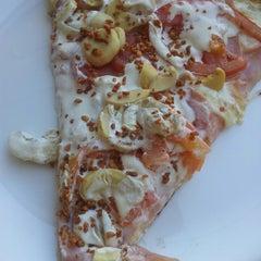 Photo taken at Pomodori Pizza by Fernanda R. on 7/8/2013