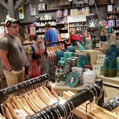 Photo taken at Cracker Barrel Old Country Store by Fred G. on 7/6/2014