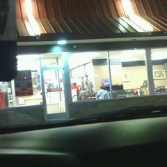 Photo taken at McDonald's by Nikkie Divalious O. on 10/13/2012