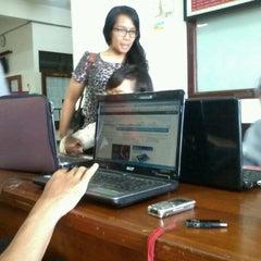 Photo taken at Hall Lantai 1 FKH UNAIR by Diar R. on 10/3/2012