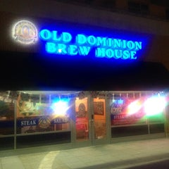 Photo taken at Old Dominion Brew House by Q. C. T. on 6/20/2014
