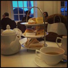 Photo taken at Orangery at Kensington Palace by Λ⭕ΥΛ🅰 on 1/19/2013