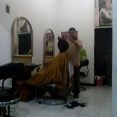 Photo taken at Salon Wondo by Birrul W. on 4/23/2013