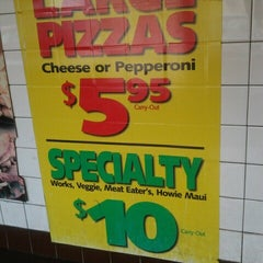 Photo taken at Hungry Howies by Ceefore on 9/24/2012