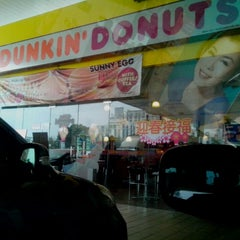 Photo taken at Dunkin' Donuts by Lee B. on 1/25/2014