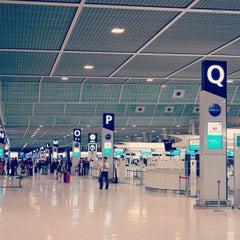 Photo taken at 成田国際空港 第2ターミナル (Narita International Airport - Terminal 2) by floatan on 3/1/2013