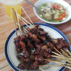 Photo taken at Warung Sate Abah Use by Agus I. on 11/8/2015
