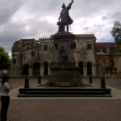 Photo taken at Parque Colon by Daniel Elpidio R. on 10/14/2012