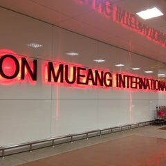 Photo taken at Don Mueang International Airport (DMK) ท่าอากาศยานดอนเมือง by ギフト G. on 10/15/2012