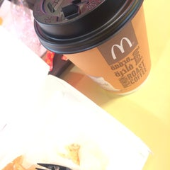 Photo taken at McDonald's - ماكدونالدز by Shrouq A. on 4/23/2015