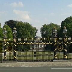 Photo taken at Koninklijk Paleis / Palais Royal by Thaynan G. on 8/29/2013