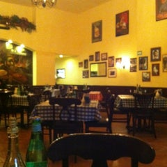 Photo taken at Italianni's Pasta, Pizza & Vino by Liliana P. on 11/30/2012