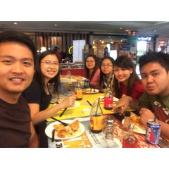 Photo taken at Yellow Cab Pizza Co. by Luigi Miguel Q. on 12/26/2014