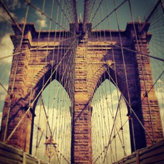 Photo taken at Brooklyn Bridge by Darius A. on 7/16/2013
